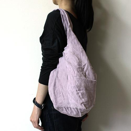 クタッとしたたたずまいが魅力のバッグ